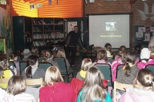 Graham giving astro talk to Brownies at Wetlands Centre