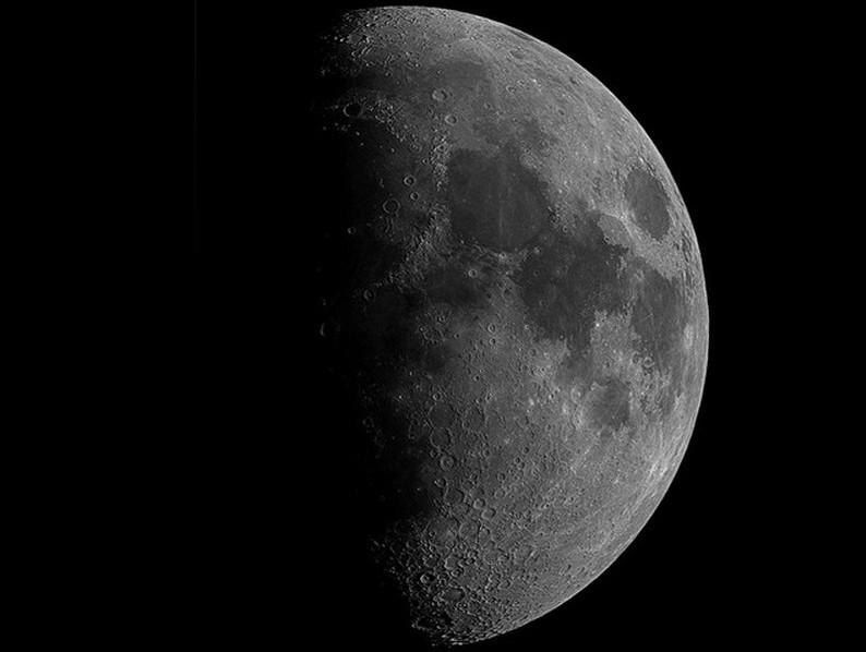 Waxing-Gibbous-Moon-by-Ian-Aiken-300dpi_Cropped-3