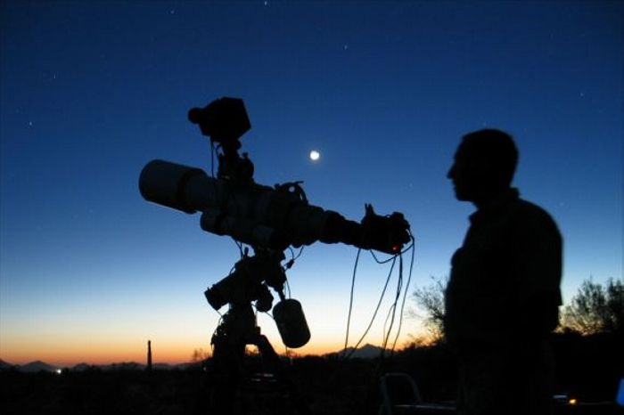 Astro-silhouette-Sid-Leach-700x466